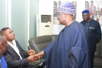 [Photos] Ajimobi, Ayefele see eye-to-eye after demolition of Music House