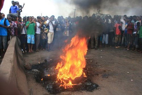 Mob set ablaze suspected female kidnapper in Ilorin