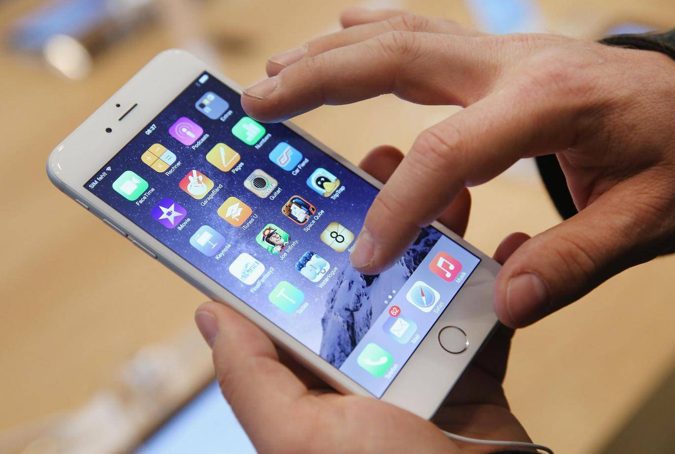 Photo of Apple Admits It Deliberately Slows down iphones As They get Older