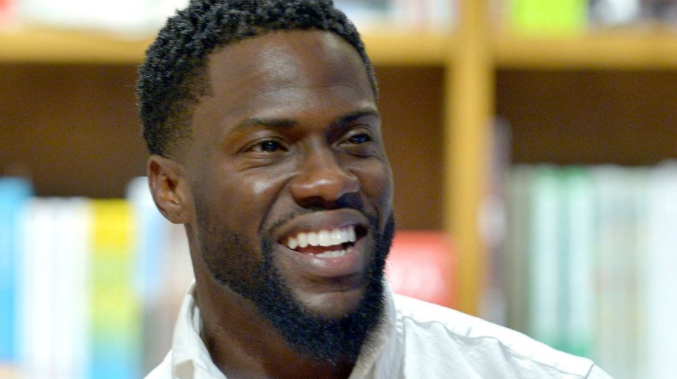 Photo of Kevin Hart Gifts His Kids a Snowy Christmas in Malibu