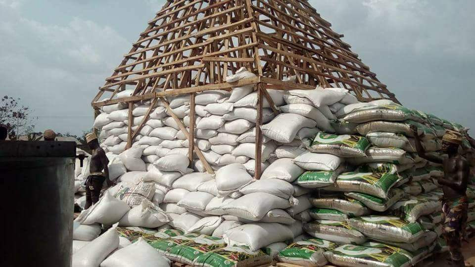 Photo of Pyramid of lies: How Amosun packaged sand as Mitros Rice to unsuspecting dignitaries, residents
