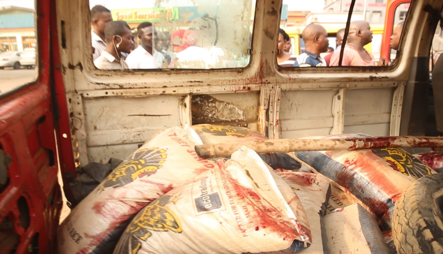 Photo of Commotion in Lagos as Customs officers kill rice smuggler [Photos]