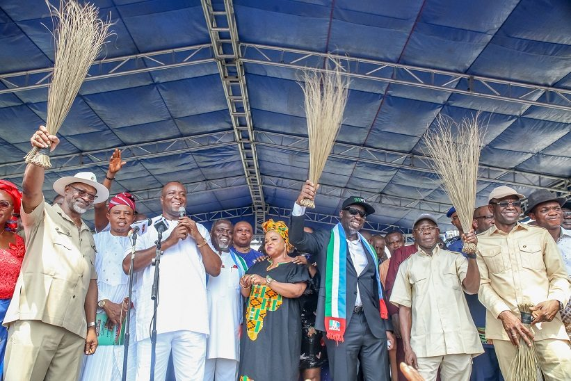 Photo of Factional PDP guber candidate, Rep member, others defect to APC in Edo