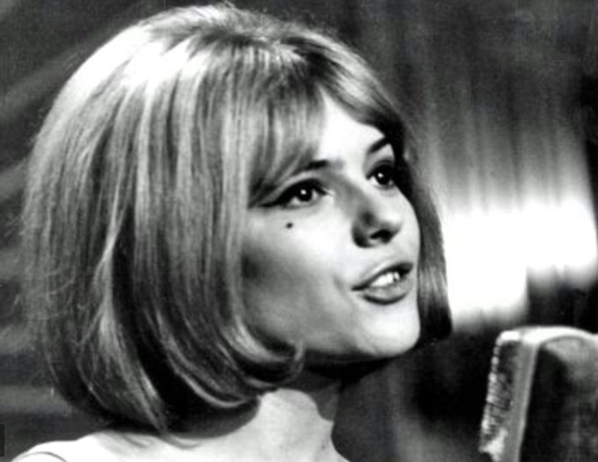 Photo of France Gall passes on at age 70