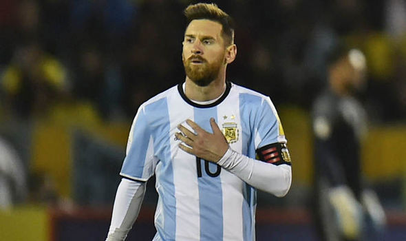 Photo of Messi's penalty kick gives Argentina winning start over Ecuador