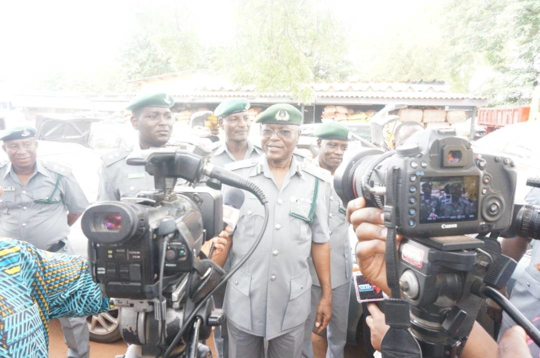 Photo of Smuggling: Ogun Customs Command seek support of media, traditional rulers, others to end menace