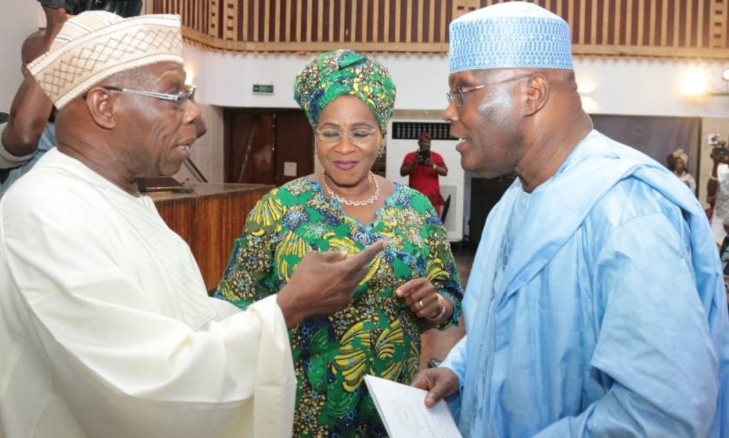 Photo of Exposed! How Obasanjo knelt before Atiku to clinch PDP's presidential ticket in 2003