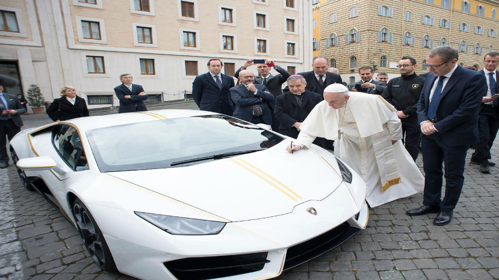 Photo of Pope auctions Lamborghini gift, donates £715,000 proceeds to charities