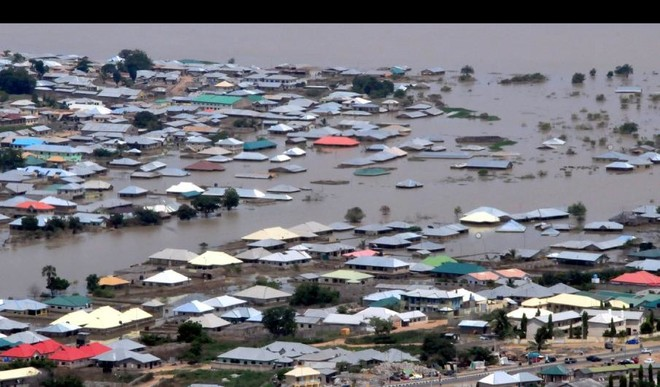 Photo of Vehicles, houses submerged as heavy downpour wreaks havoc in Lagos
