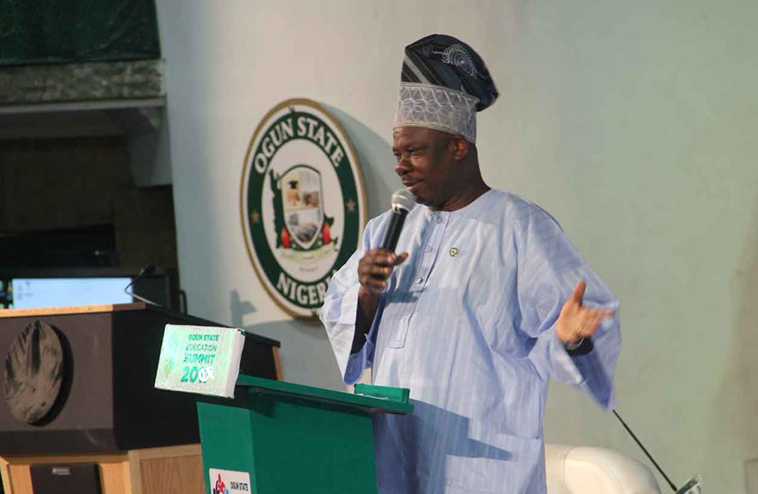Photo of 2019: I fear only God, not Buhari – Amosun