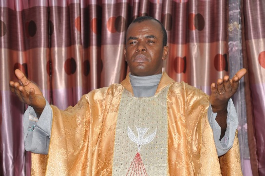 Photo of 10 lessons Father Mbaka's Fight With his Bishop has for business and leadership