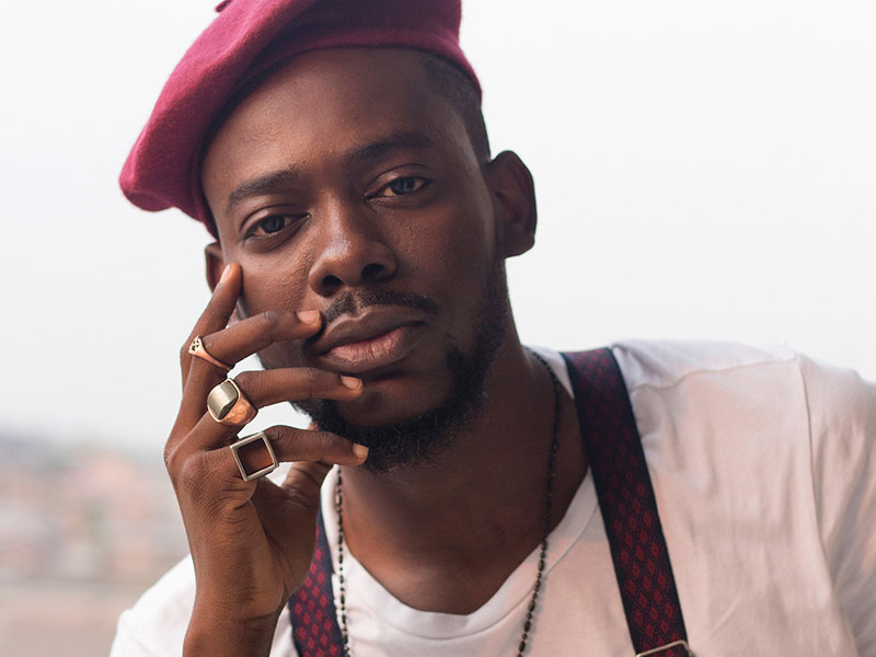 Photo of Adekunle Gold sheds tears as Ambode appoints father Permanent Secretary