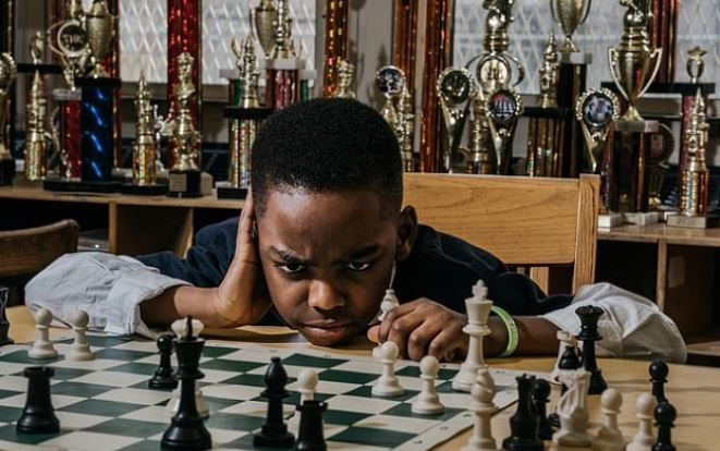 Photo of Clinton congratulates, invites 8-year-old Nigerian kid for winning Chess Championship