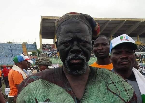 Photo of Fayemi donates cash to ailing actor, Fadeyi Oloro