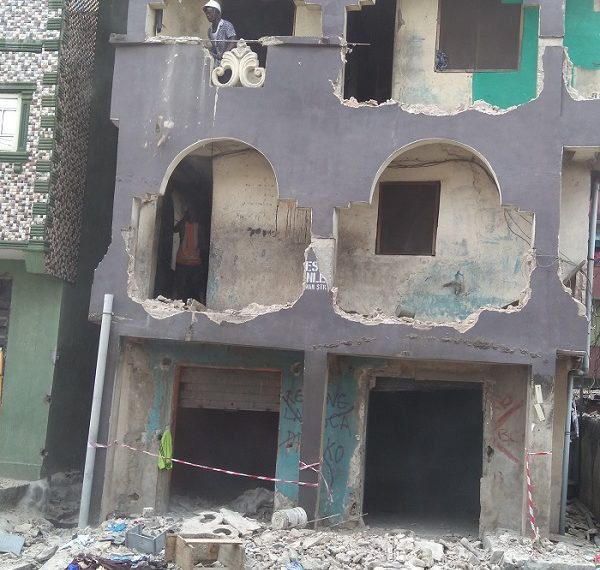 Photo of BREAKING: Lagos commences demolition of defective buildings, 180 houses marked [Photo]