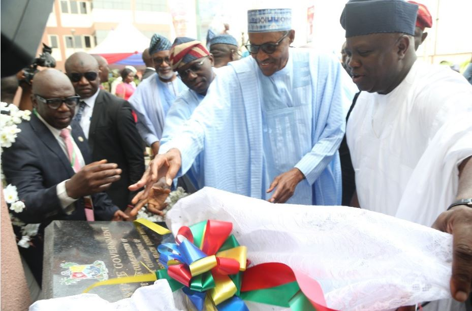 Photo of Buhari scores Ambode high after commissioning projects in Lagos