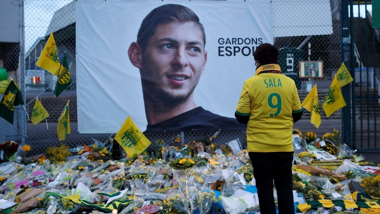 Photo of Emiliano Sala's father dies three months after son's crash