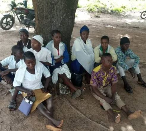 Photo of Photo: Army rescues six kidnapped schoolgirls in Kaduna