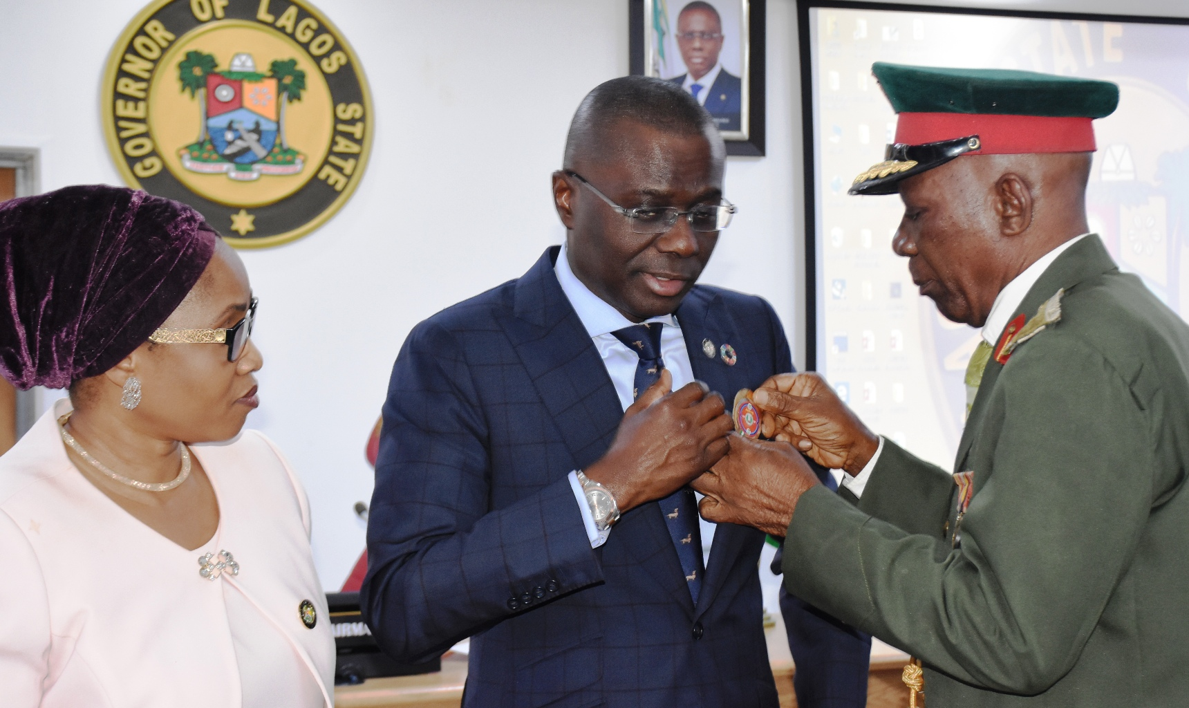 Photo of Sanwo-Olu urges support for families of fallen heroes