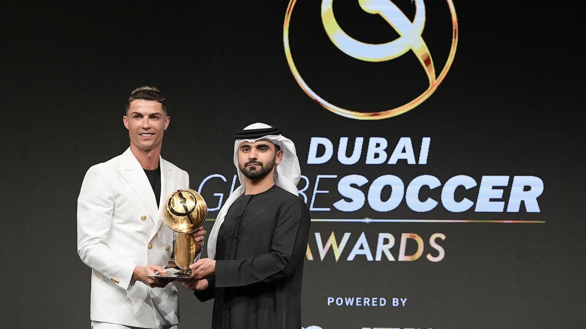 Photo of Ronaldo wins 6th Globe soccer award, after losing 6th Ballon D'or to Messi