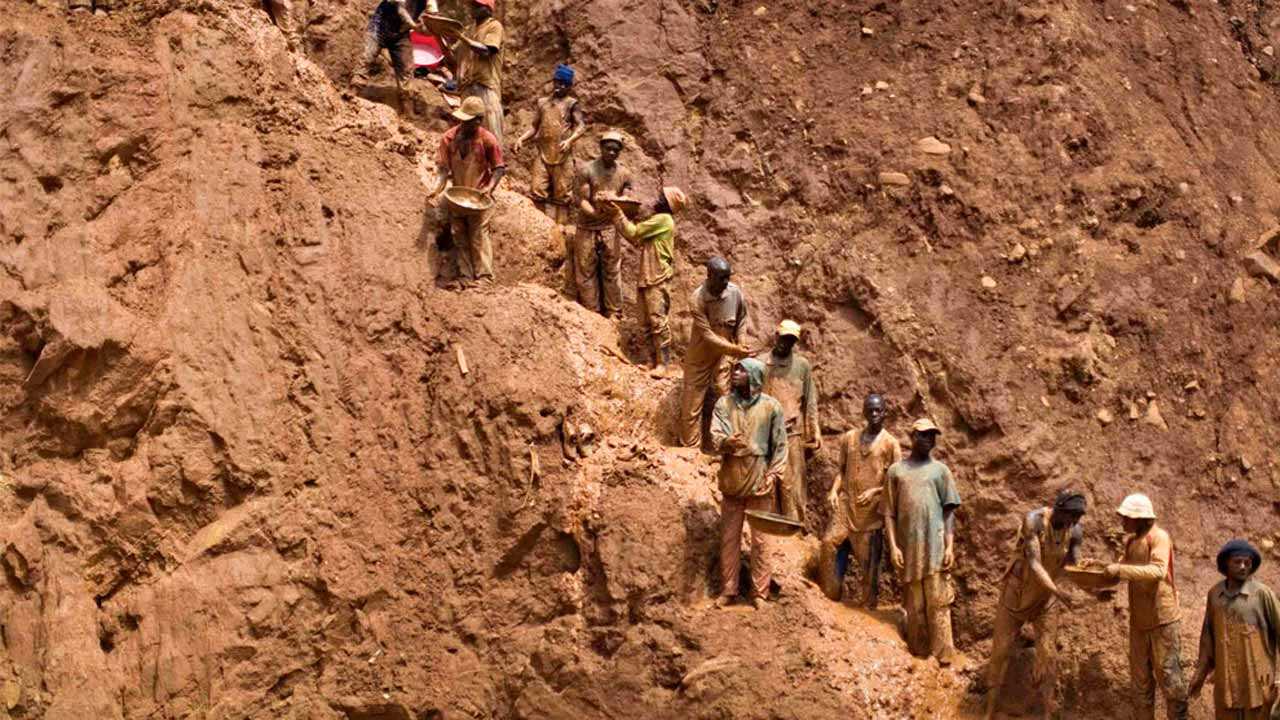Photo of 24 killed in DR Congo gold mine collapse