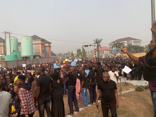 Photo of Photo: Massive protest rocks Owerri over Ihedioha's removal
