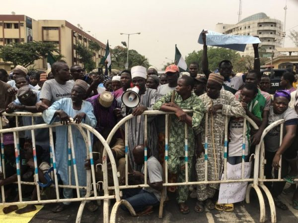 Photo of Photos: Lagos Beggars storm Sanwo-Olu's office, protest indiscriminate arrest, imprisonment