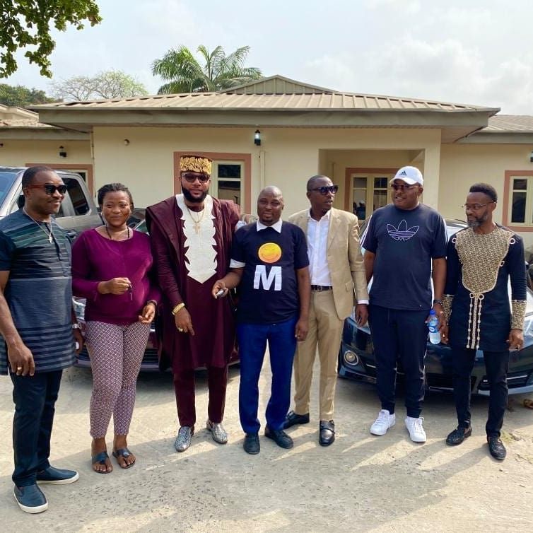 Photo of E Money rewards diligent workers with car gifts on 39th Birthday
