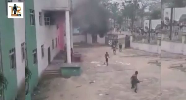 Photo of Protesters set PDP secretariat, others ablaze in Bayelsa