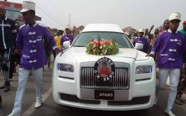 Photo of Kanu's parents laid to rest in Umuahia