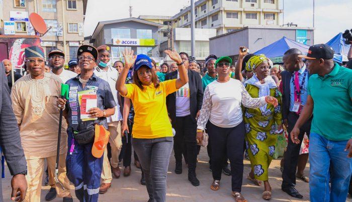 Photo of Sanwo-Olu's wife proffers best way to fight Coronavirus