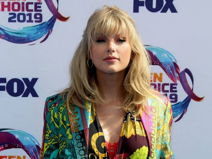 Photo of Taylor Swift, Bradley Cooper guitars to be auctioned for Nashville COVID-19 relief