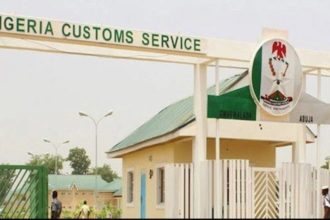 Customs arrest two Lebanese attempting to smuggle $890,000 cash out of Nigeria