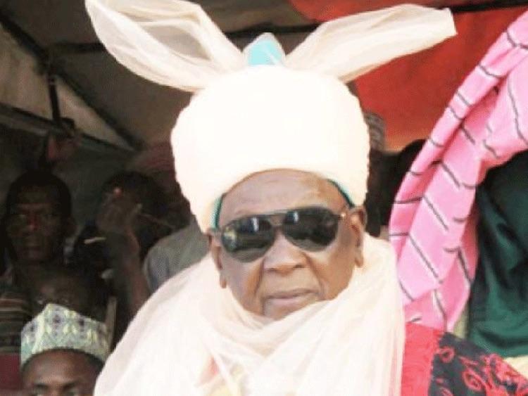 Photo of Emir of Daura survives COVID-19, Buhari thanks hospital staff