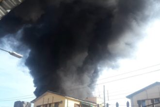 BREAKING: Fire guts Oando Filling Station in Lagos [Video]