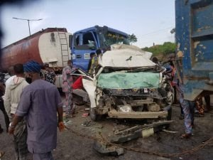 One feared dead, others injured as fuel laden truck rams into vehicle on Otedola bridge