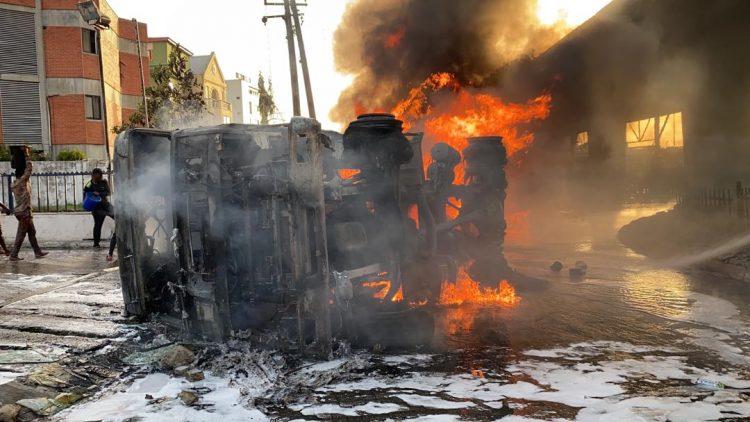 Photo of Fuel tanker explodes in Ibadan; shops, car burnt