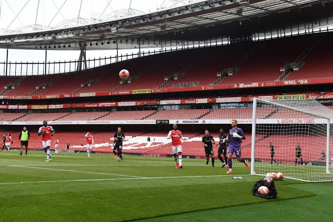 Photo of Arsenal thrash Charlton Athletic 6-0 in friendly