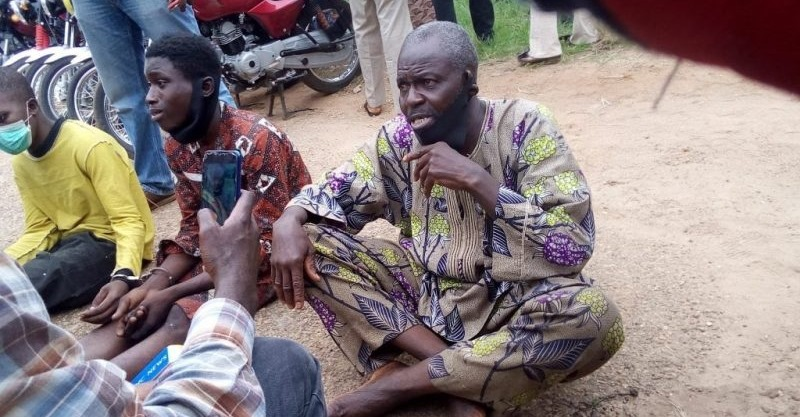 Photo of Photo: Police arrest, parade suspect behind killings in Ibadan, says 'I received N3000 for killing six persons'