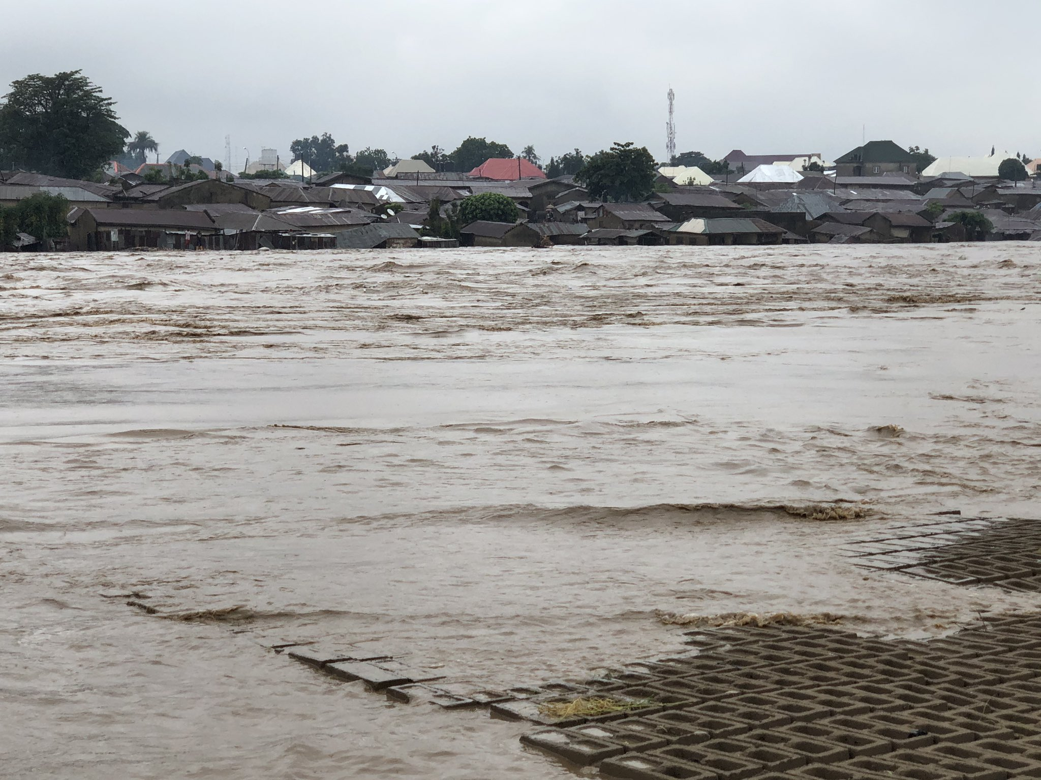 Photo of Videos/Photos: Residents recount loses as flood takes over popular Abuja town
