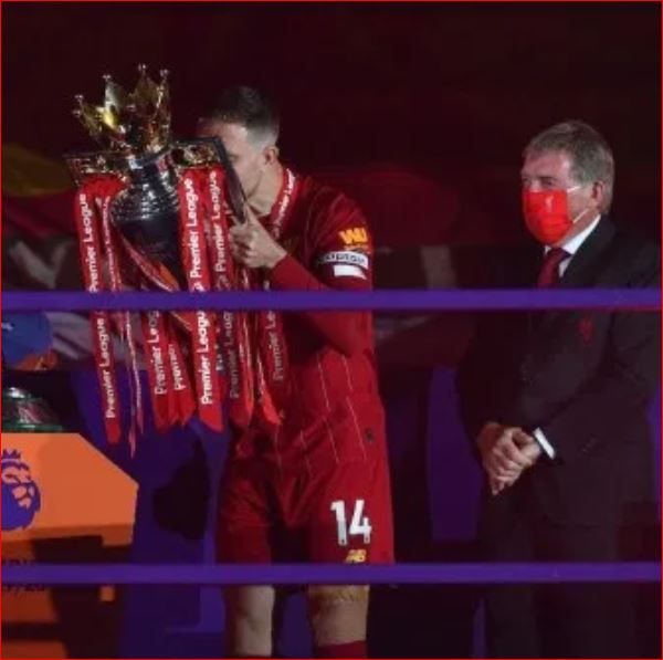 Photo of Liverpool finally receive their trophy, fans party outside Anfield (Photos)