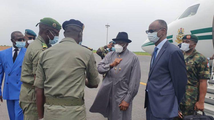 Photo of Photos: Jonathan, ECOWAS leaders arrive Mali for peace talks