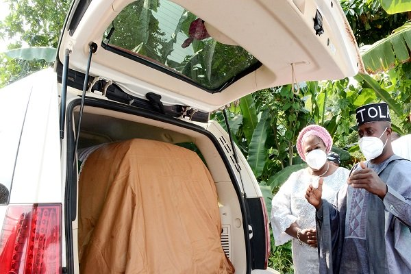 Photo of Osun hands over Pa Fasanmi remains to Ekiti govt for interment