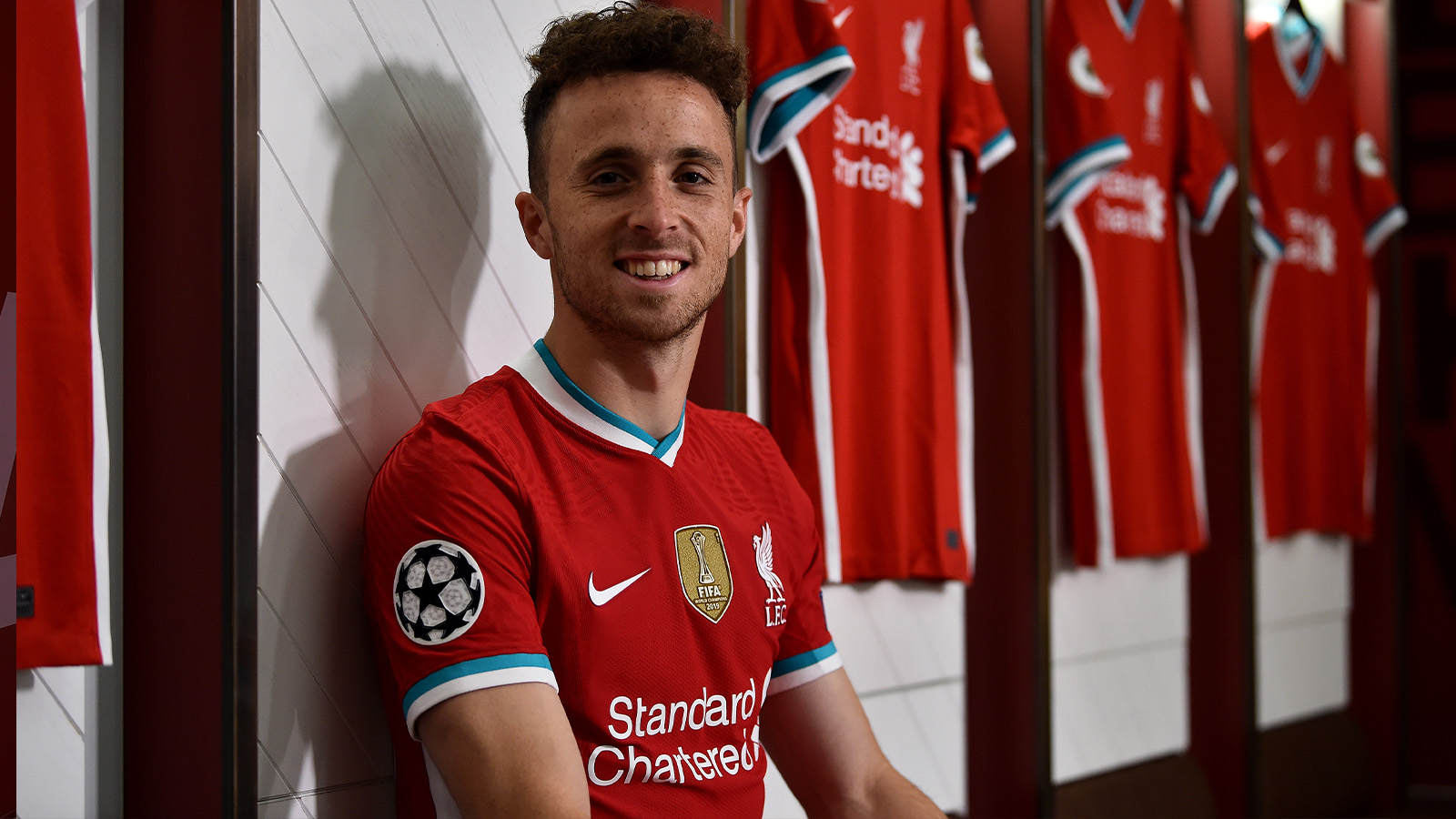 Photo of Videos: Liverpool sign Portugal winger Jota from Wolves