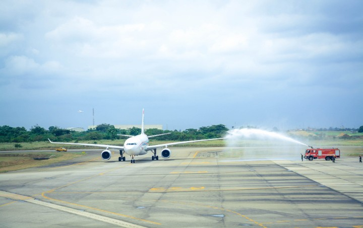 Photo of COVID-19: First international flight lands in Lagos (Photos)