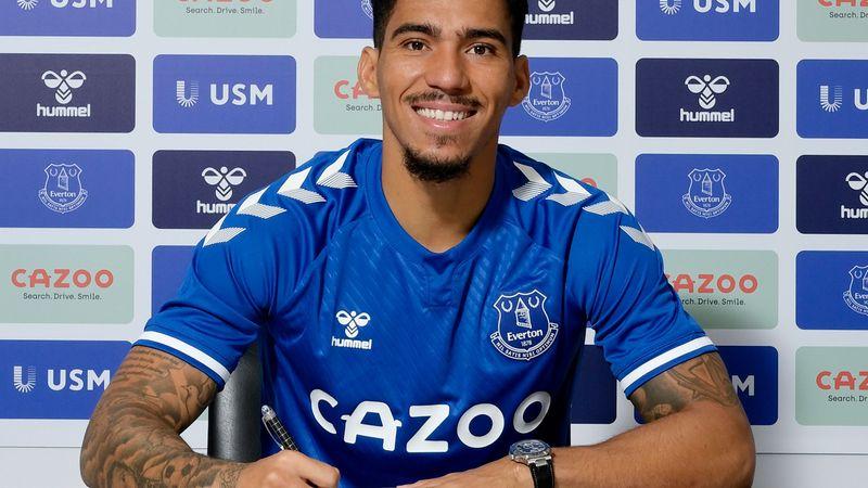 Photo of Photo: Everton signs Brazil midfielder, Allan Loureiro