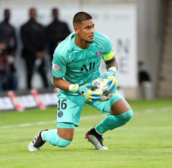 Photo of Fulham sign PSG goalkeeper Areola on loan