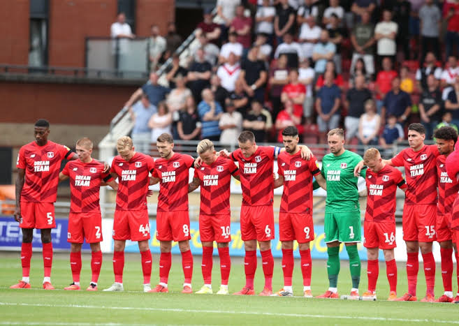 Photo of Leyton Orient players contract COVID-19 ahead of Tottenham match