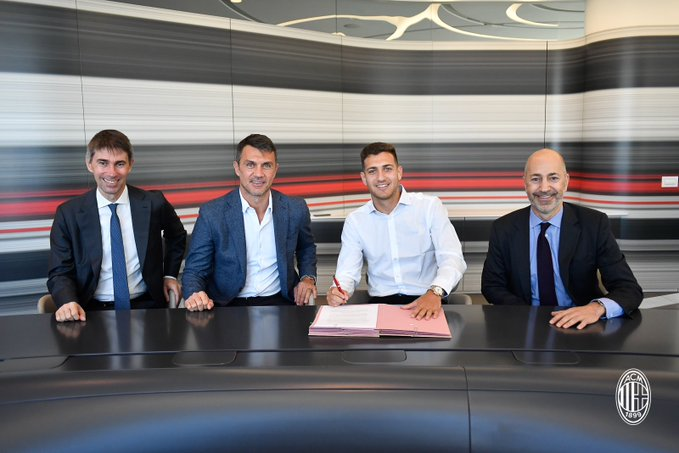 Photo of AC Milan sign Manchester United defender, Diogo Dalot