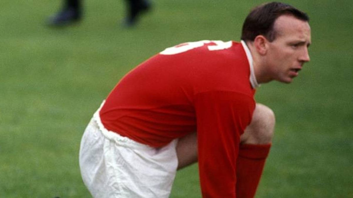 Veteran Man Utd player, Nobby Stiles is dead | NewsClick